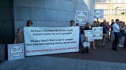 Actie bij het gemeentehuis in Heesch